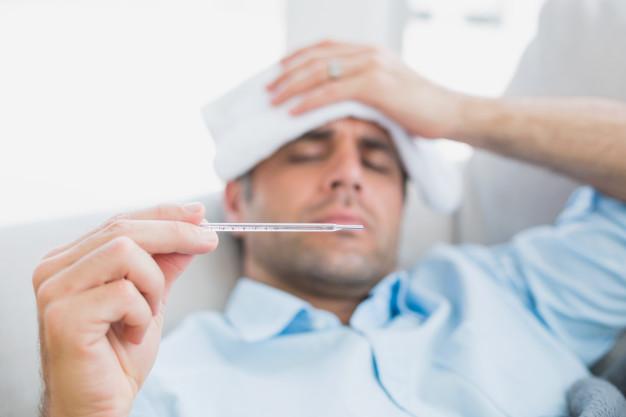 hombre enfermo de gripe